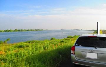 木曽川とカローラ