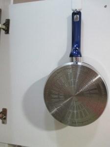 流しの下の扉にフライパンなどをかけたいときにお薦めのフック