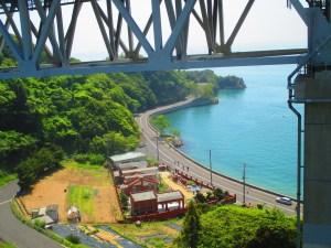 しまなみ海道 向島と因島を結ぶ橋から眼下に広がる海