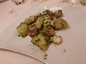 Antipasto di polpo alle patate con pesto