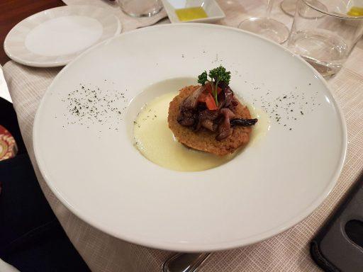 Tortino ai funghi porcini su fonduta di toma piemontese e radicchio tardivo all'aceto balsamico di Modena