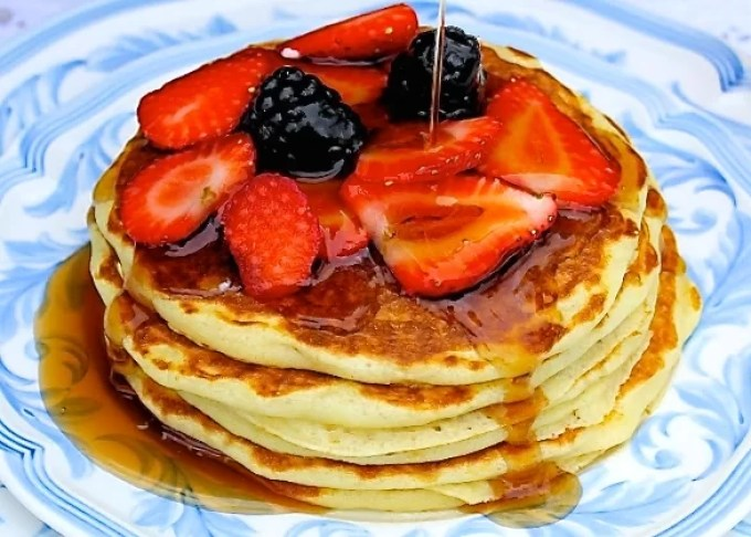Buttermik pancakes with berries, pancakes with fresh fruit