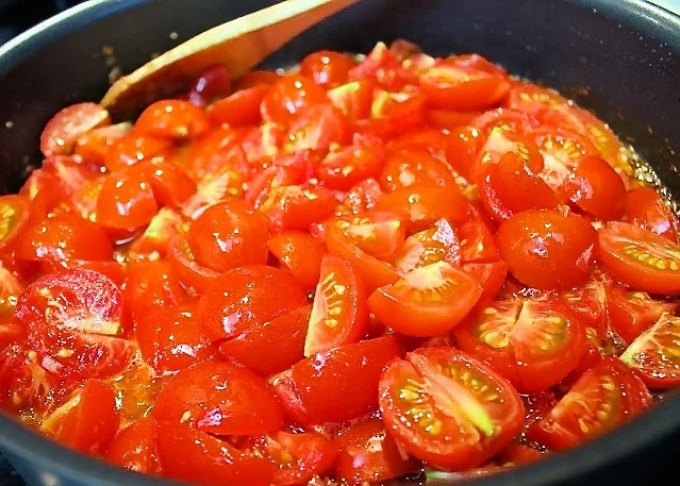 tomatoes to make Pasta all'amatriciana