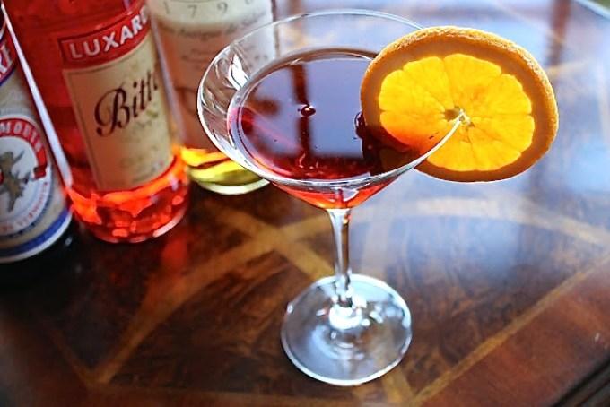 El Negroni de la Hacienda, negroni en copa de martini, negroni