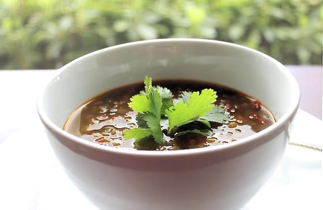 Sopa de lentejas con cilantro