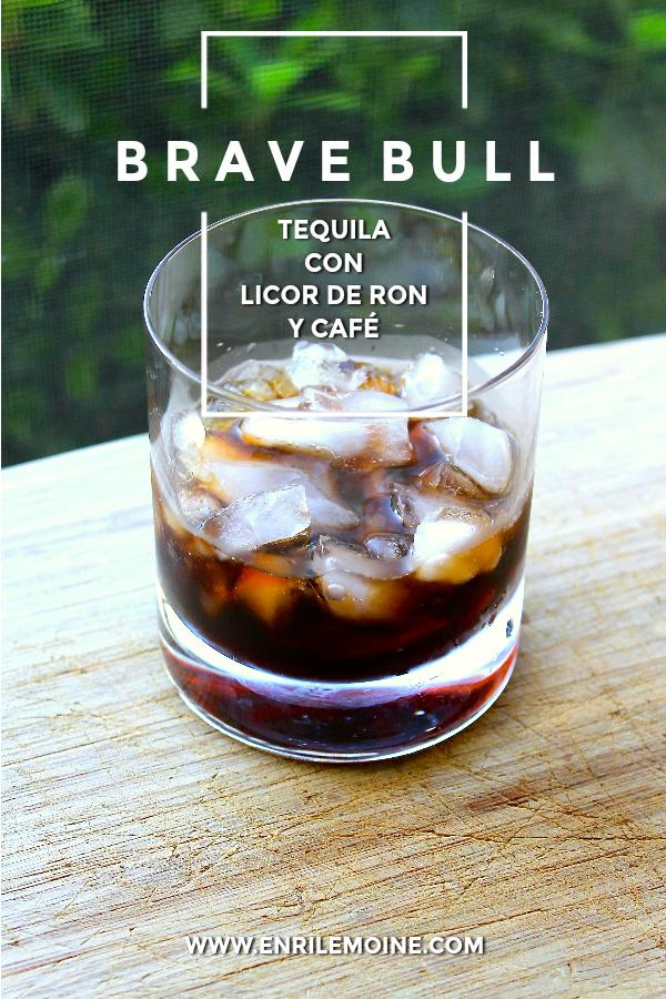 Creado por Dale Degroff, este trago resume los sabores de México y Venezuela en una copa. Haz clic para ver cómo se prepara.