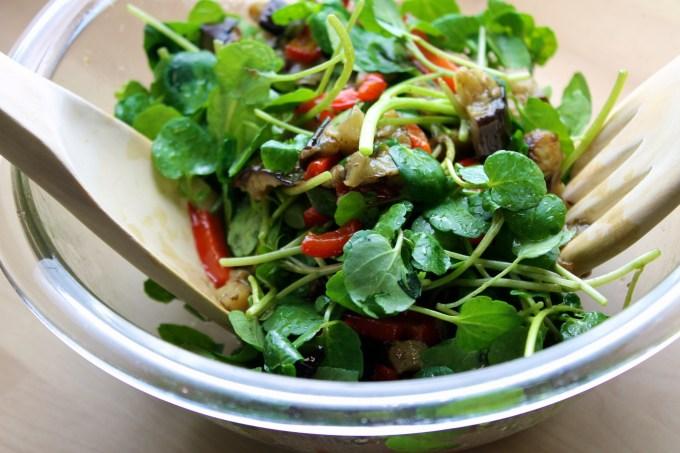 ensalada de berros con vegetales al grill, ensalada