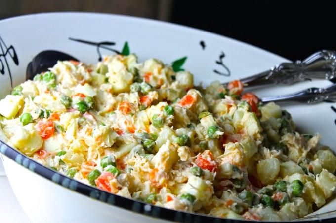 Esta es la tradicional en salada de pollo o gallina venezolana