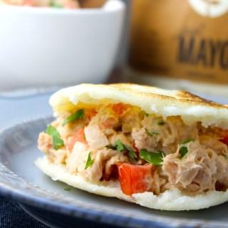 Arepas con atún y mayonesa