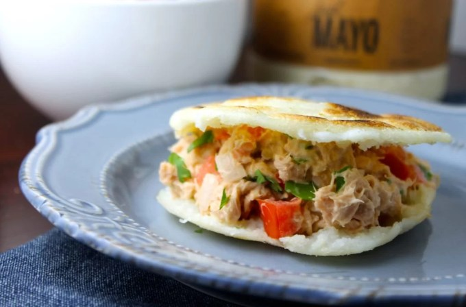 Arepas con atún y mayonesa - SAVOIR FAIRE by enrilemoine
