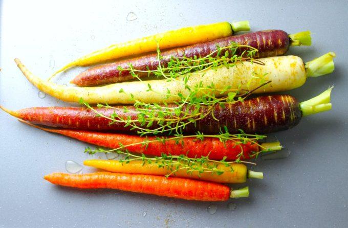 Zanahorias asadas con tomillo, zanahorias multicolores