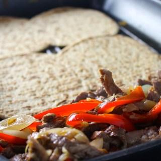 Sándwich de bistec salteado