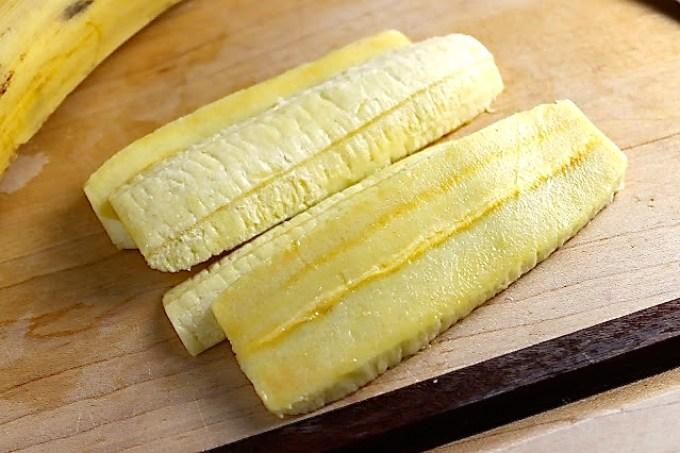 plátano para hacer Tajadas de plátano con cebollas encurtidas