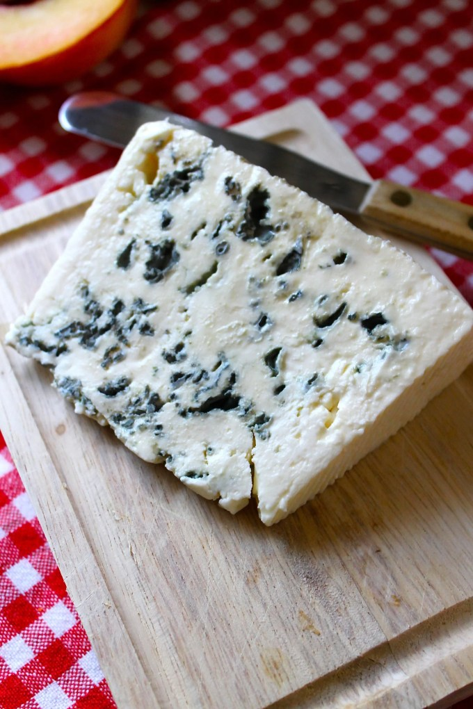blue cheese, French blue cheese, wine, cheese & salt