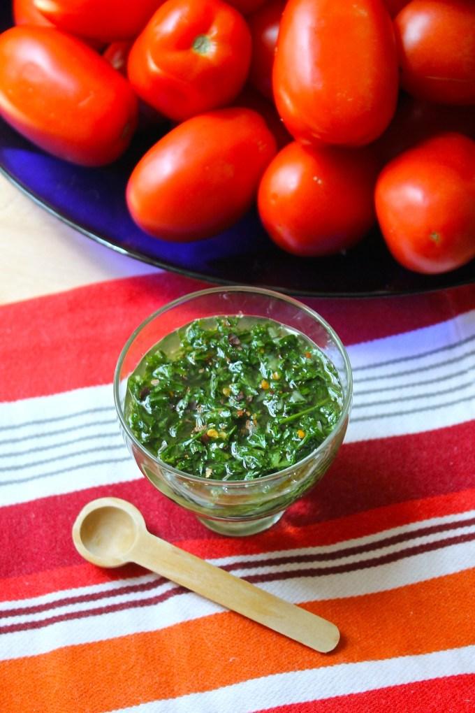 chimichurri y tomates, churrasco con chimichurri