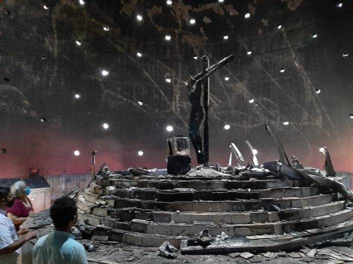 Imagen de la Sangre de Cristo después de acto terrorista