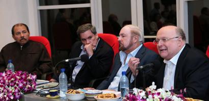 Daniel Ortega reunido con prominentes empresarios
