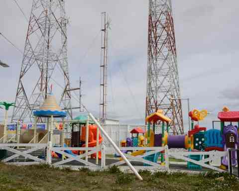 Cerro Sombrero, playground