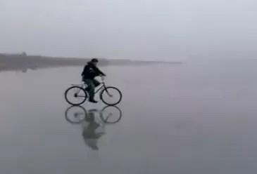 Se puso a inventar y quedó atrapado en el hielo