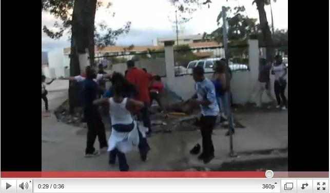 Video del pleito a pedradas en el Carnaval de la Vega (Parte I)