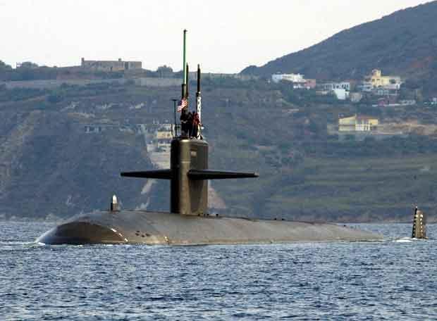 Submarino explotó en puerto de Bombay: 18 personas se encontraban a bordo