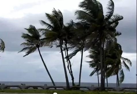 Video: Santo Domingo amaneció hoy con fuertes vientos