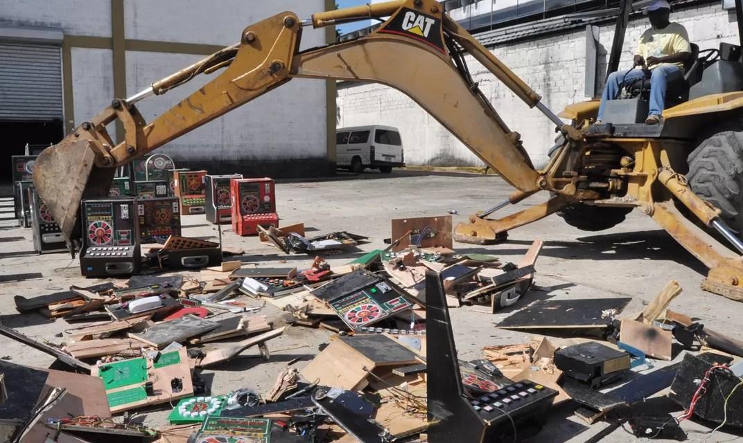 El Ministerio de Hacienda destruye 326 tragamonedas ilegales