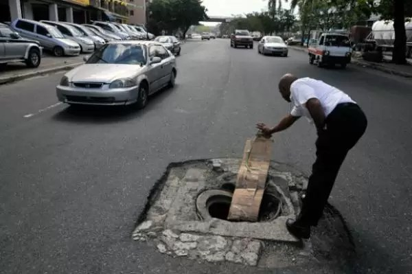 Que el señor  tenga piedad de ustedes si caen en  este hoyo