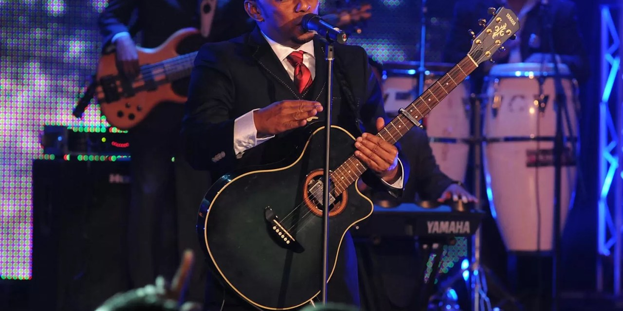 Anthony Santos con buen montaje en su concierto navideño