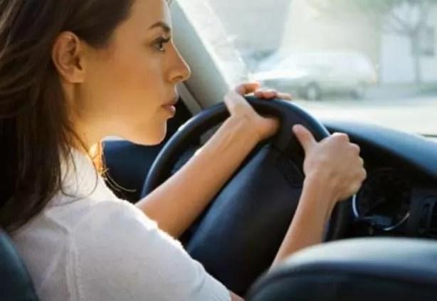 Según estudio las mujeres se parquean mejor que los hombres