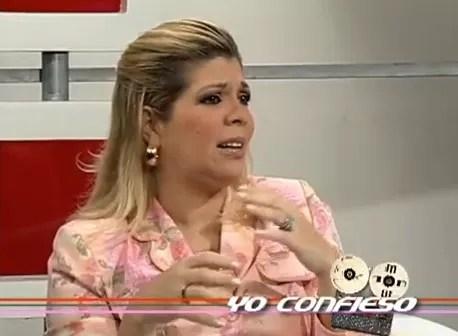 Video donde la Pastora Lucy Cosme dice que por celos de su esposa, Juan Luis Guerra abandonó iglesia donde se congregaba