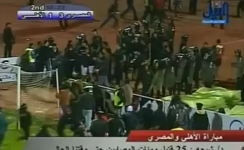 73 muertos en enfrentamientos tras partido de fútbol en Egipto