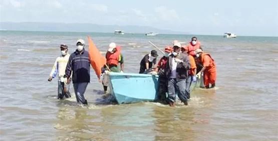 Se quejan por el abandono de las autoridades a los familiares de los náufragos en Sabana de La Mar
