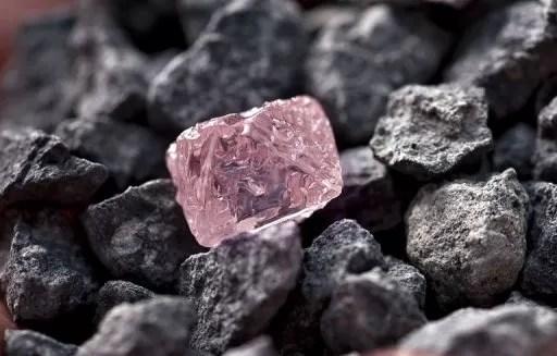Descubren un diamante rosa enorme en Australia, bautizado Jubileo Rosa