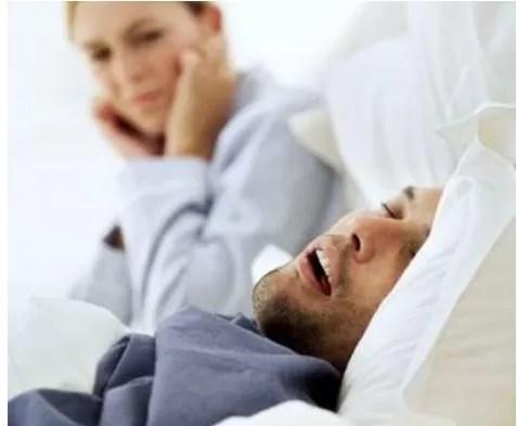 El 44% de los hombres dominicanos mayores de 30 años ronca mientras duerme
