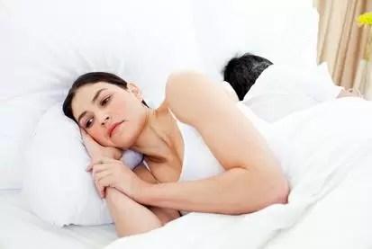 Estudio asegura que cuanto más dinero ganas, menos relaciones sexuales tienes