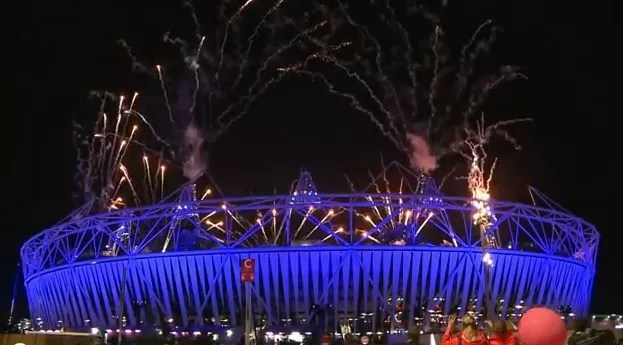 Con un imponente show musical, se apagó la llama de Londres 2012