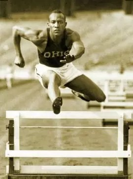 Jesse Owens, el atleta afroamericano que desafió a Hitler y lo humilló