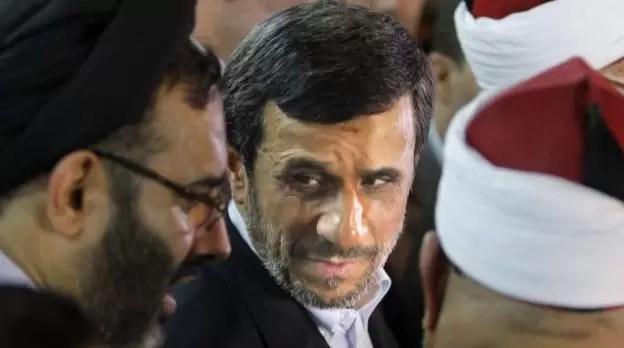 VIDEO: Lanzan zapato a presidente iraní en Egipto