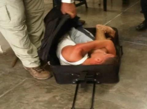 ¡Preso intenta escapar escondido en una maleta!