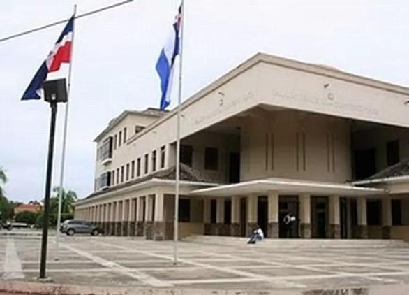Suspenden y arrestan fiscal de Puerto Plata por extorsión