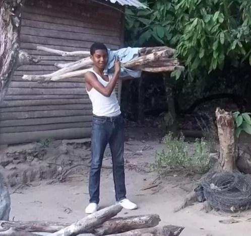Tres veces campeón de Taekwondo y sigue cargando leña
