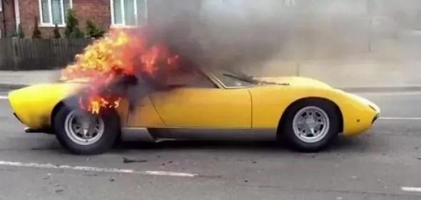 Lamborghini clásico fue destruido por el fuego en minutos (Video)