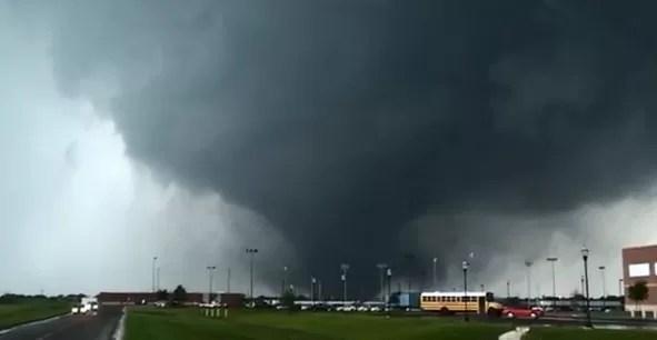 Víctimas de tornado de Oklahoma relatan su carrera por sobrevivir
