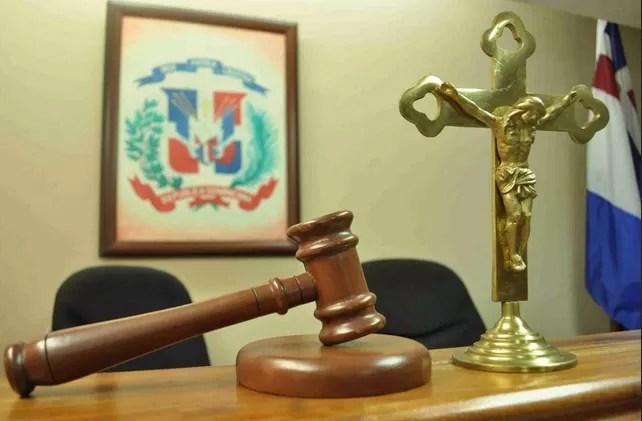 Apresan dos haitianos acusados de robar cables eléctricos