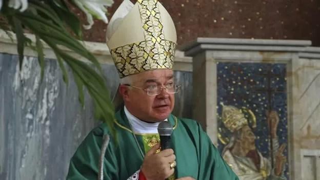 El Vaticano celebra un funeral con rito para los laicos para Wesolowski