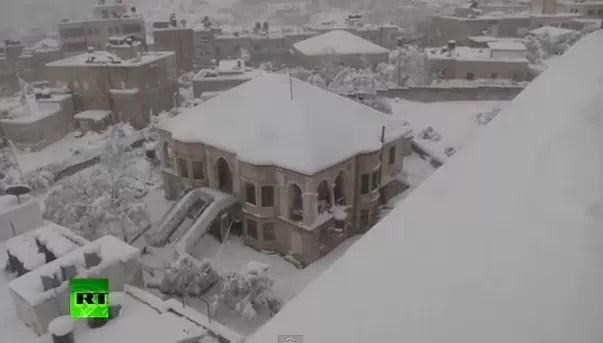 Unos 1.600 evacuados por fuerte nevada en Jerusalén, completamente aislada