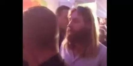 Como se parece a Jesucristo, lo rebotaron de una discoteca