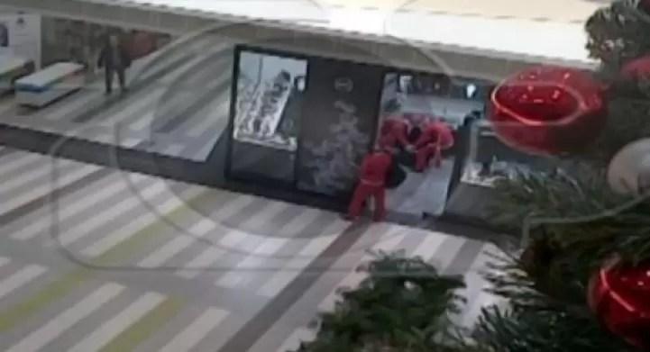 Albania: disfrazados de Santa, robaron una joyería