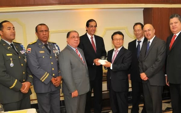 El Gobierno dominicano recibe 180 cámaras de video vigilancia donadas por Corea